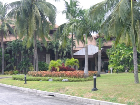 Coconut Palace Driveway