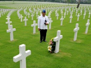 this wonderful man, who is a real man is honouring his dads friend who died in battle in WW2