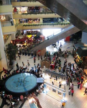 Shangri-la Plaza inside view